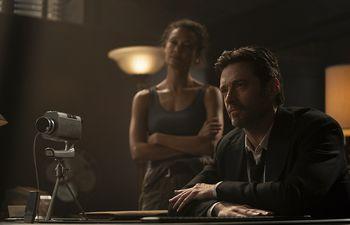 "Hugh Jackman y Thandiwe Newton en ""Reminiscencia""."