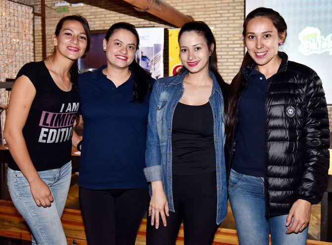 Sandra Giménez, Mirna Dávalos, Romina López y Miryan Almirón.