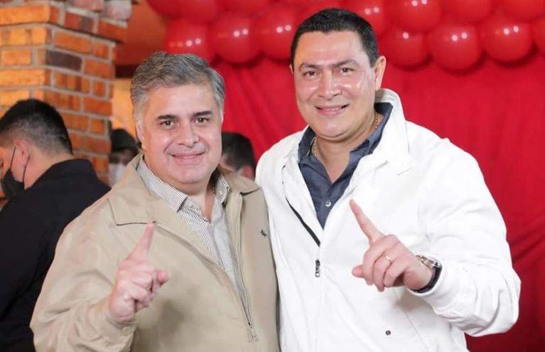 Douglas Cubillas director de Aeropuertos dela Dinac y Carlos Echeverría, intendente reelecto en Luque
