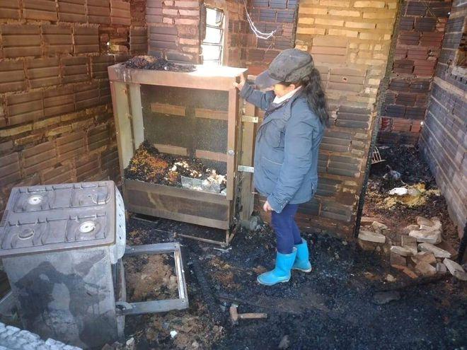 Incendio de Vivienda. Una abuela se queda con la ropa puesta tras el incendio de su vivienda en AcahayDe: emramirez <emramirez@abc.com.py>Destinatario: foto@abc.com.pyFecha: 20-07-2021 12:53