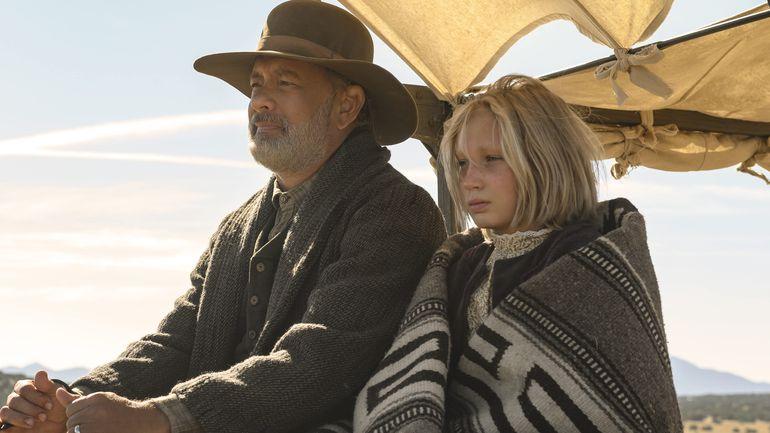 """Tom Hanks y Helena Zengel en """"Noticias del gran mundo""""."""