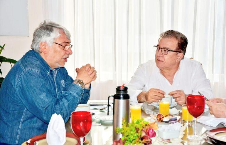Fernando Lugo, expresidente, en visita al director paraguayo de Yacyretá, Nicanor Duarte, en 2018.