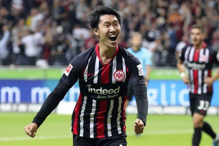 Daichi Kamada celebra el tanto que le permitió a su equipo lograr el empate.