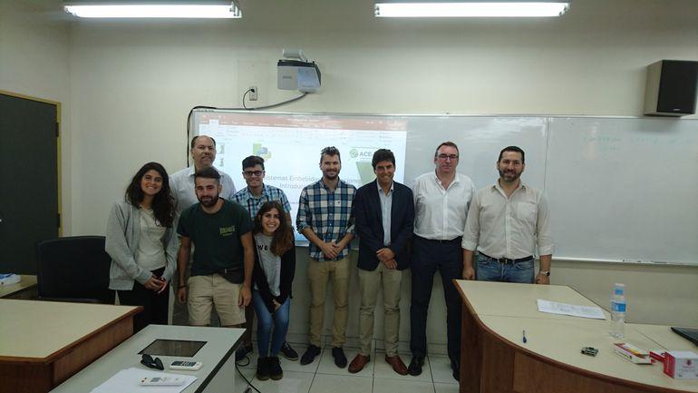 Parte del equipo de investigación y desarrollo a cargo del proyecto ambiental.