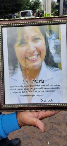 La licenciada María cosechó una gran cantidad de amistades a lo largo de su vida y carrera profesional. Hoy, le rinden homenaje y lamentan su partida.