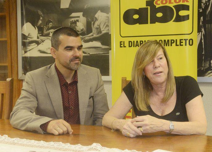 El editor Luis Rafael Hernández y la poetisa Lourdes Espínola, que presentará sus obras en un encuentro poético en Madrid.