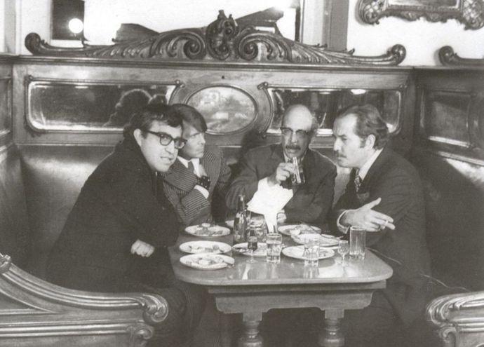 Desde la izquierda: Carlos Monsiváis, José Luis Cuevas, Fernando Benítez y Carlos Fuentes, México, 1965.