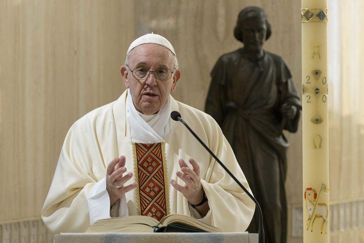 El papa Francisco se refirió a la necesidad de que los fieles perseveren en su fe en los momentos de crisis.