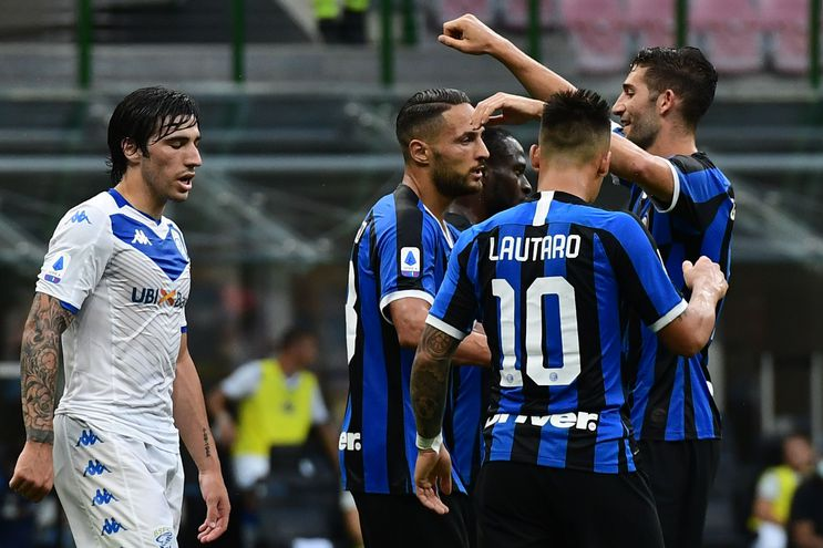 Inter Milan's Italian defender Danilo D'Ambrosio (C) celebrates with Inter Milan's Italian midfielder Roberto Gagliardini (R) and Inter Milan's Argentinian forward Lautaro Martinez after scoring the third goal during the Italian Serie A football match Inter vs Brescia played behind closed doors on July 1, 2020 at the Giuseppe-Meazza San Siro stadium in Milan, as the country eases its lockdown aimed at curbing the spread of the COVID-19 infection, caused by the novel coronavirus. (Photo by Miguel MEDINA / AFP)