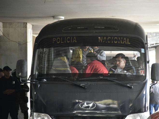 Hinchas llegan al Palacio de Justicia para prestar declaración.