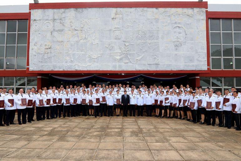 Rivas al igual que otros 142 comisarios principales y comisarios lograron el grado académico de Magister en Ciencias Policiales.