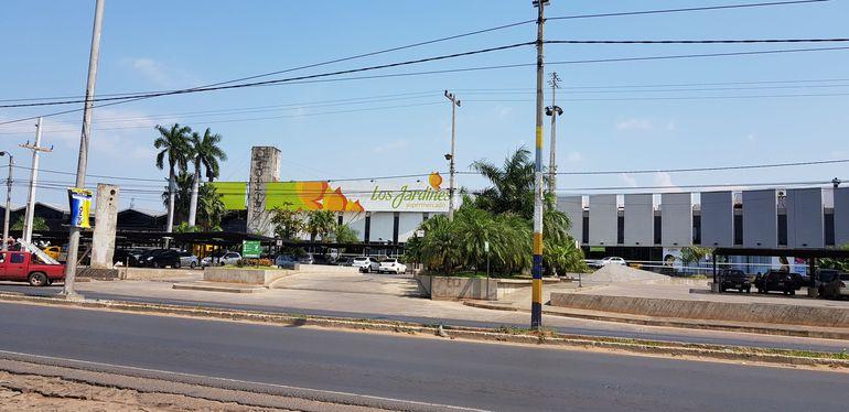 Fachada del Supermercado Los Jardines.