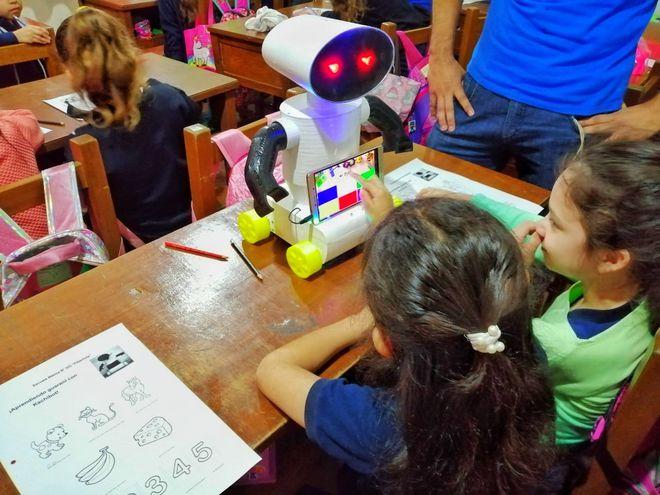 Los niños pueden aprender guaraní de manera divertida gracias a Kachibot.
