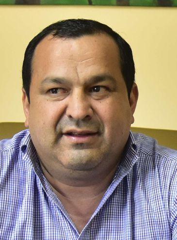 El intendente municipal de Yuty, Éver Vera Dávalos (ANR, cartista), desmiente el informe de Hacienda y Fonacide.