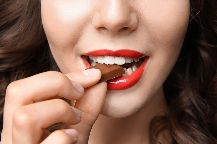 El chocolate amargo especialmente, aporta múltiples beneficios a la salud.