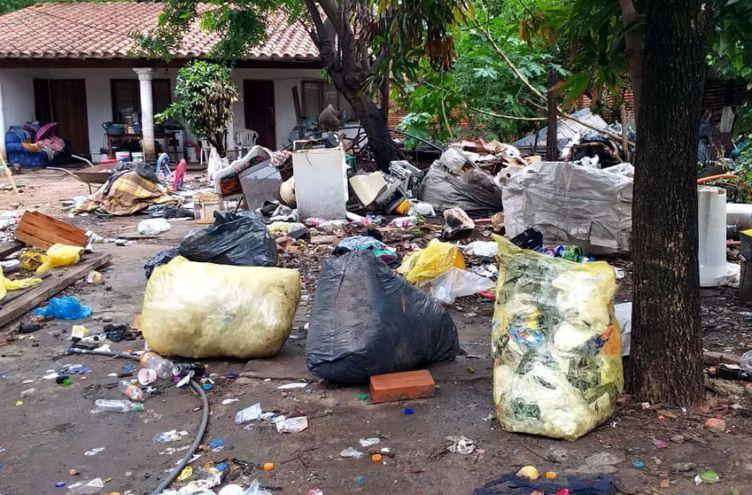 Un minivertedero en la zona de Luque fue  intervenido por los fiscalizadores  ambientales por ser un criadero de mosquitos.