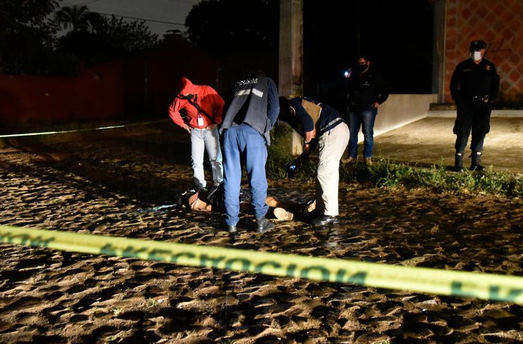 El cadáver fue hallado en la vía pública