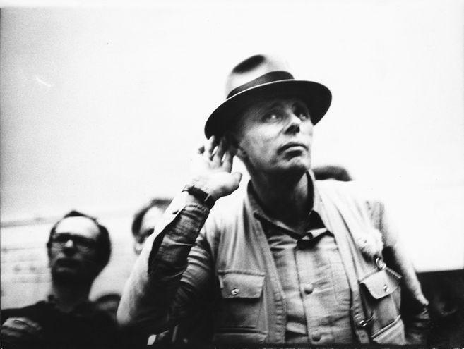 El artista Joseph Beuys es el tema de la documental que se exhibirá hoy.