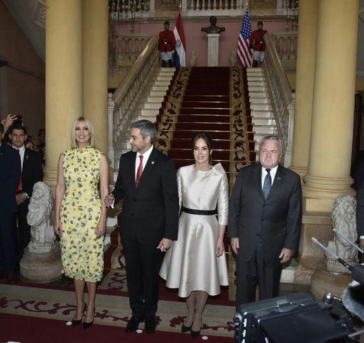 Ivanka Trump ya está reunida con Mario Abdo Benítez y la primera dama Silvana Abdo.
