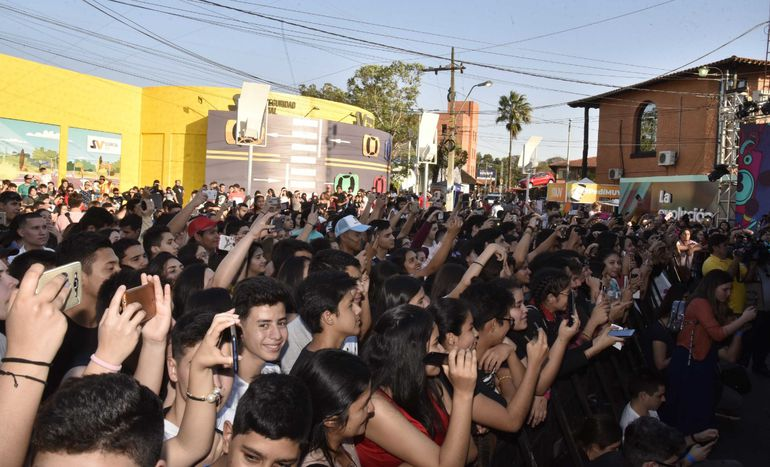 La presentación de los youtubers en el stand de Personal de la Expo, causó furor en el público infanto juvenil.