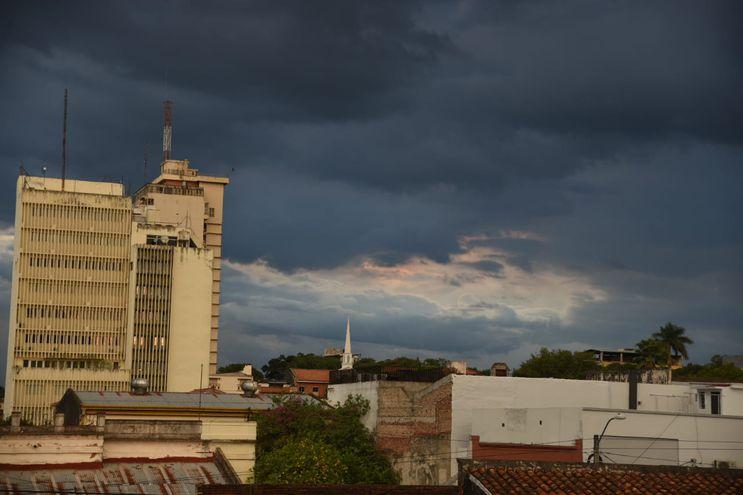 Durante este miércoles, el cielo permanecerá mayormente nublado.