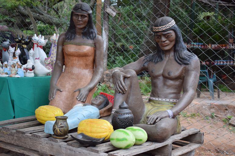 Areguá ofrece una gran variedad de artesanía.