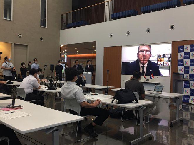 El Cnel. (SR) Liduvino Vielman, presidente de la Agencia Espacial del Paraguay (AEP) durante su mensaje en el acto.