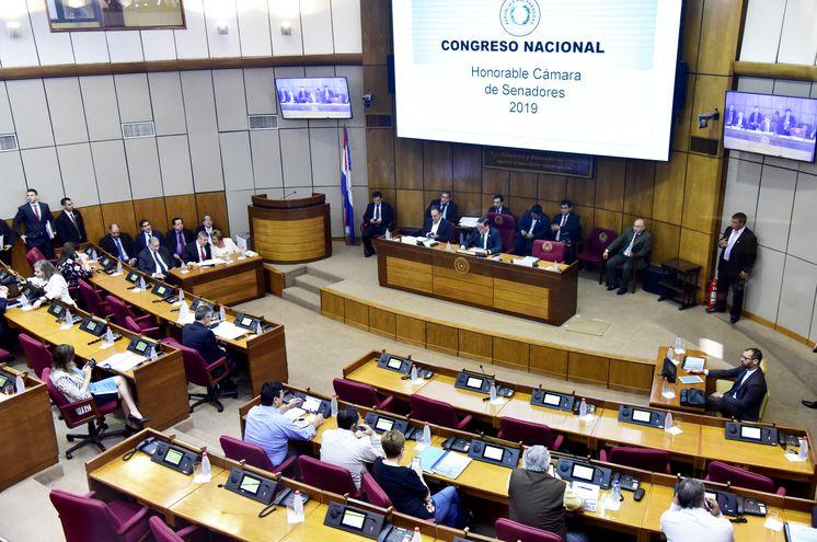 La  reunión ampliada de la Mesa Directiva del Senado con diputados y autoridades del TSJE y de Contrataciones Públicas.