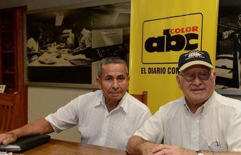 Luis Aguero (i) en la redacción de ABC Color.