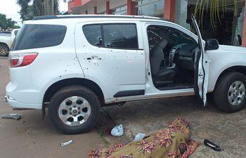 Camioneta atacada por sicarios en Pedro Juan Caballero.