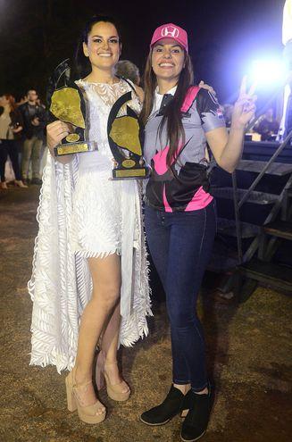 Garra, entereza y glamour en esta foto de dos vencedoras del Chaco, Andrea Lafarja y Cintia Flores de Klassen.