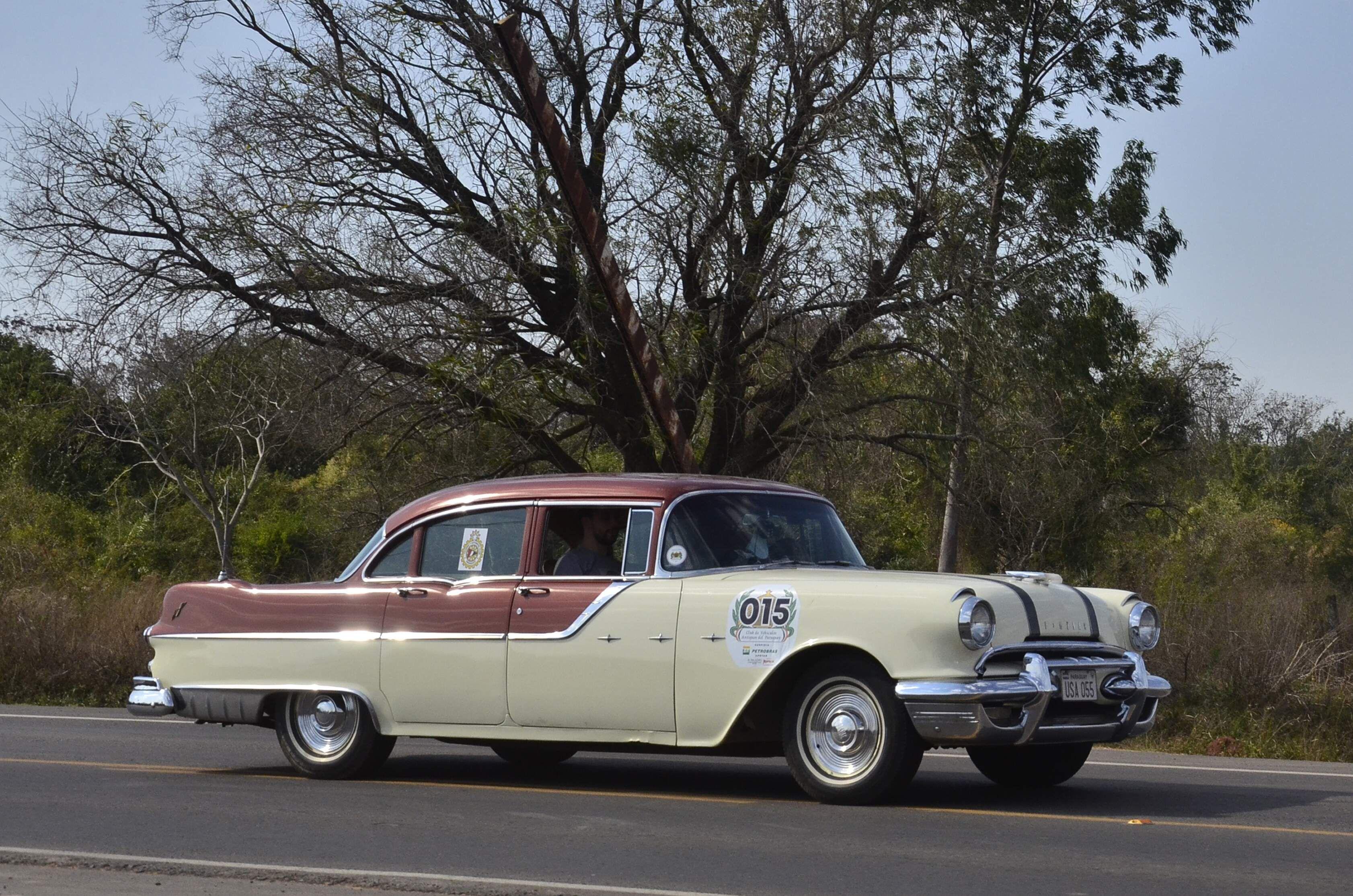La categoría B quedó en poder de Óscar Weiler y Diego Duarte, tripulando un espectacular Pontiac Star Chief 1955.