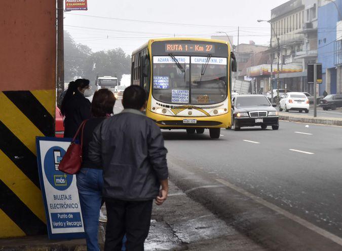 Cuarto intermedio en reunión tripartida entre autoridades del Gobierno y empresarios del transporte público.