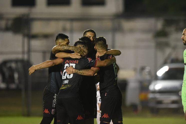 Las felicitaciones de los rayaditos a Salcedo que marcó su histórico gol 150.