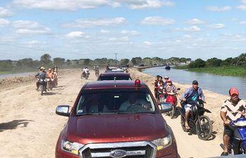 pobladores-de-alberdi-celebraron-con-una-caravana-la-rehabilitacion-del-acceso--195333000000-1784606.jpg
