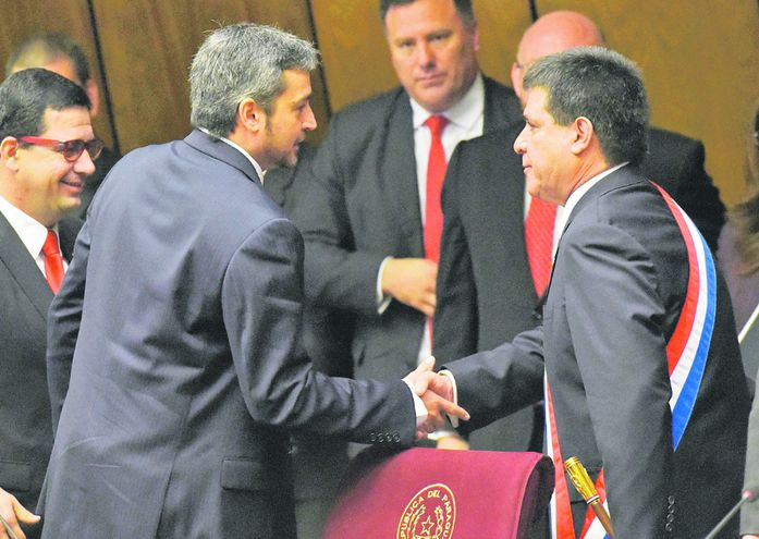 Presidente Mario Abdo y expresidente Horacio Cartes.