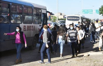 El gremio de los transportistas analiza aplicar lo que señala el decreto que establece  la tarifa del   boleto del transporte público de pasajeros. Pretende además que la gente pague G. 5.087 por el bus diferenciado y 3.338 por el convencional.