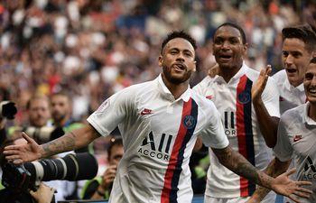 Neymar celebra un gol para el PSG en la Ligue 1.