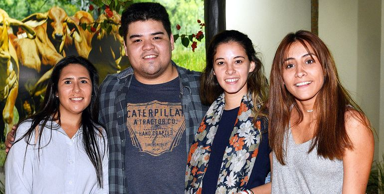 Montserrat Rolón, Elías Martínez, Leticia Colmán y Camila Reyes.