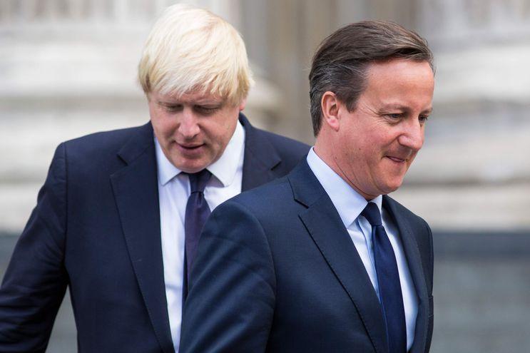El ex primer ministro David Cameron junto al actual jefe de Gobierno del Reino Unido, Boris Johnson.
