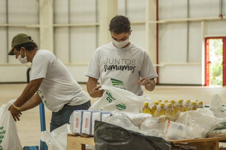 Cada kit contiene 22 kilos de productos no perecederos de la canasta básica.