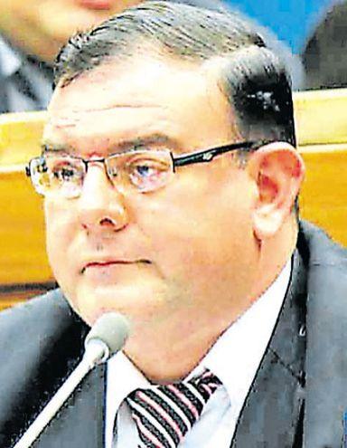 """Tomás Rivas, diputado (ANR, cartista). Imputado por supuesta estafa, cobro indebido de honorarios en el caso """"caseros de oro""""."""