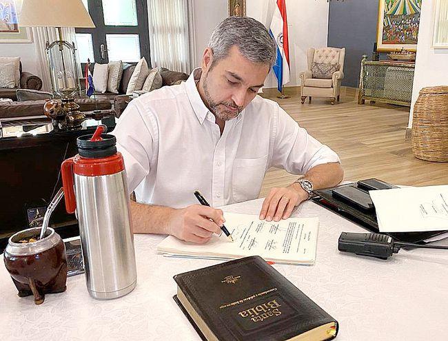 El presidente Mario Abdo Benítez promulgó la ley ayer.