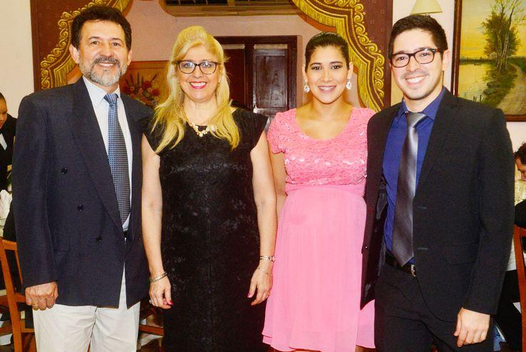 El doctor Armando Garcete, Beatriz Centurión de Garcete, Sonia Giménez y Braulio Garcete.