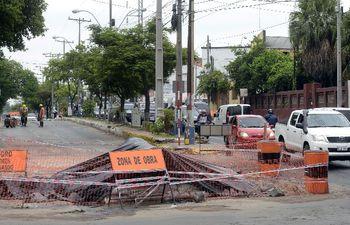 Las obras de alcantarillado vienen ocasionando caos en el tránsito. (Imagen de archivo).