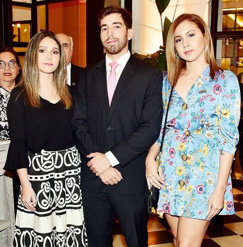 Rebeca Pérez, Ignacio Mera y Bianca Ferreira.