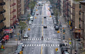 Una calle casi vacía en el Bronx, en Nueva York.