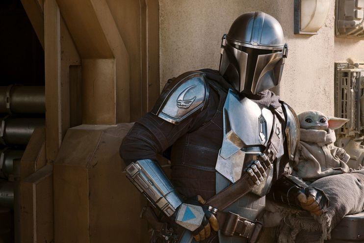 """Din Djarin y Baby Yoda en una imagen cedida por Disney, como anticipo al estreno de la segunda temporada de la serie """"The Mandalorian""""."""
