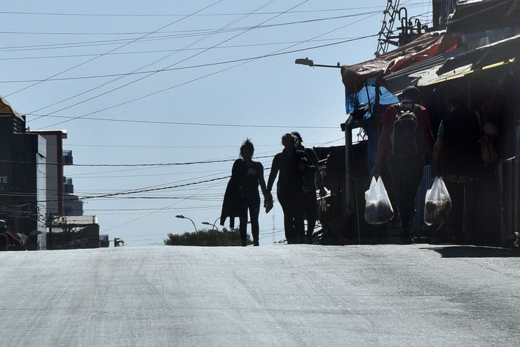 Por la pandemia del covid-19 y los días santos, el Mercado 4 muestra a las avenidas cercanas prácticamente vacías.