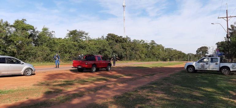 Efectivos policiales  realizan un estricto control policial de circulación de personas en la ciudad de San Roque González, que volvió a la Fase 0 de la cuarentena.